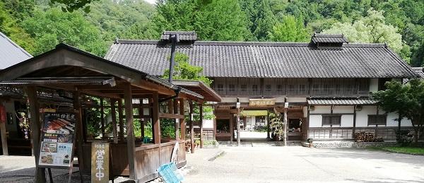 香嵐渓の売店と檜茶屋